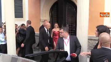 1 - Mostra del Cinema Venezia, vestito rosso e tatuaggio a vista per Scarlett Johansson