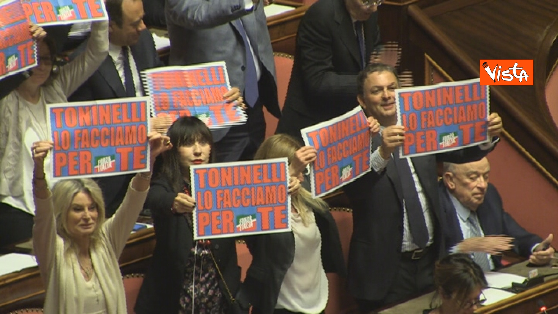 21-03-19 Mozione sfiducia per Toninelli al Senato le immagini dell Aula_la protesta di Forza Italia
