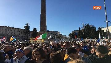 3 - Salvini interviene dal palco alla manifestazione della Lega in piazza del Popolo