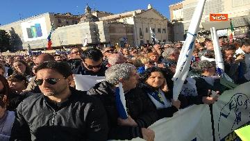 8 - Salvini interviene dal palco alla manifestazione della Lega in piazza del Popolo