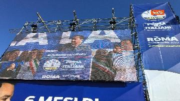 2 - Salvini interviene dal palco alla manifestazione della Lega in piazza del Popolo