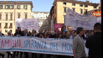 1 - Congresso Famiglia, la manifestazione pro family sfila per le vie di Verona