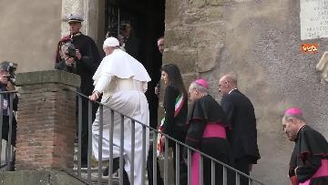 5 - La sindaca Raggi accoglie Papa Francesco in Campidoglio