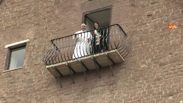 7 - La sindaca Raggi accoglie Papa Francesco in Campidoglio