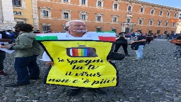 3 - Sovranisti e negazionisti Covid in piazza a Roma, le foto