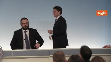 1 - Ilva, Conte e Patuanelli in conferenza stampa a Palazzo Chigi