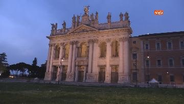 9 - Piazza San Giovanni in Laterano deserta. Nessun turista e la Basilica è spettrale