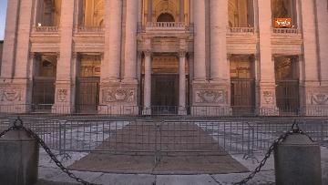 3 - Piazza San Giovanni in Laterano deserta. Nessun turista e la Basilica è spettrale
