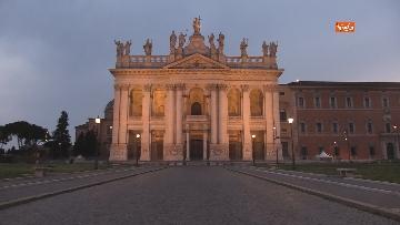 5 - Piazza San Giovanni in Laterano deserta. Nessun turista e la Basilica è spettrale