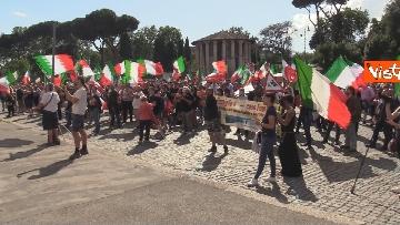2 - Manifestazione delle Mascherine Tricolore alla Bocca delle Verità a Roma, le foto