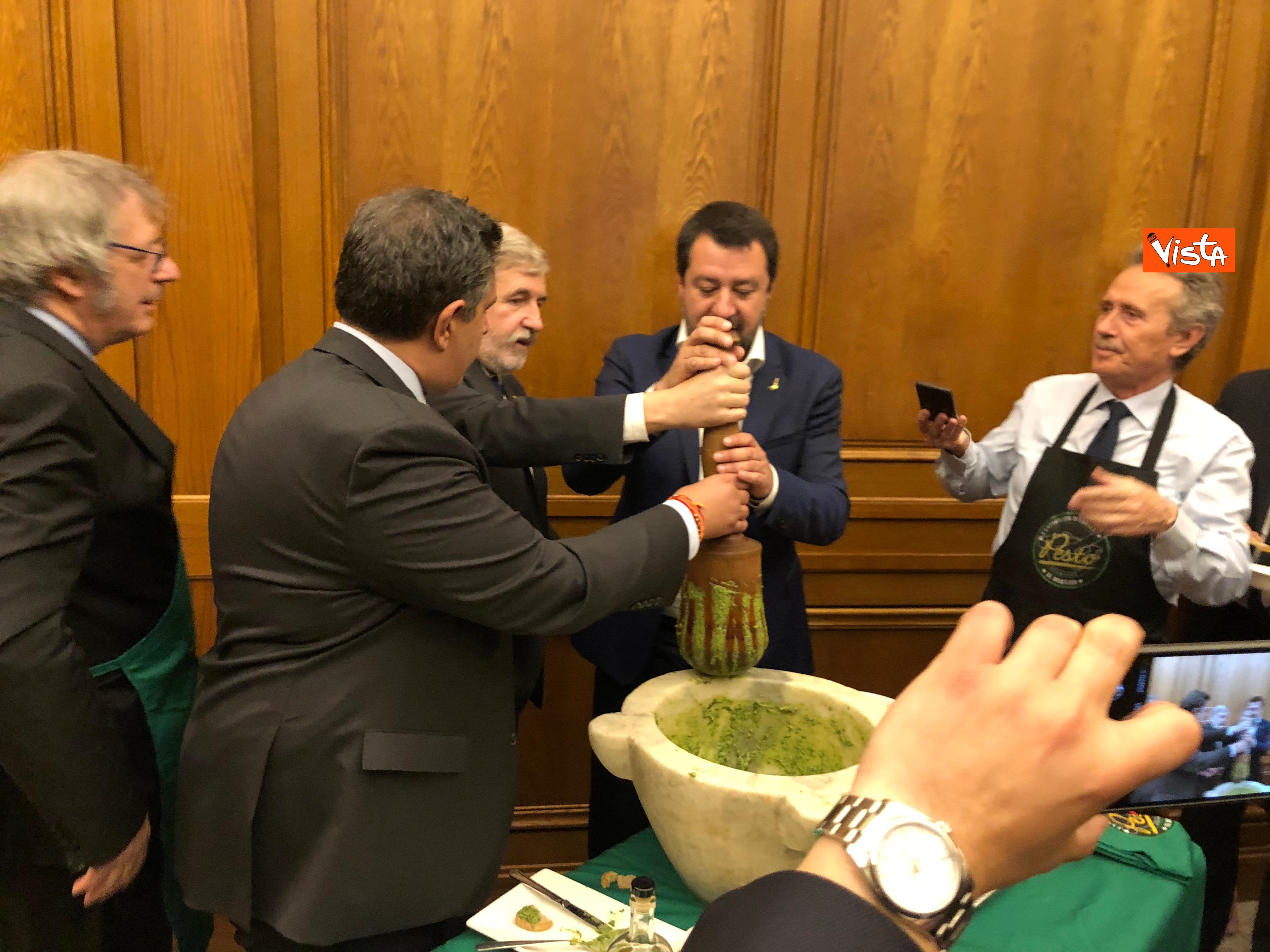 16-04-19 Il patto del pesto Conte Salvini e Toti mangiano le trofie a Montecitorio