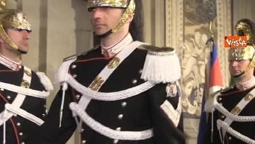 7 - Consultazioni, il cambio della guardia fuori dalla stanza di Mattarella