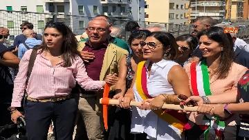 1 - Abbattimento Tangenziale Est Roma, Raggi dà prima picconata durante cerimonia avvio cantiere