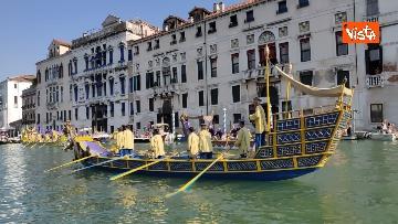 3 - La Regata Storica a Venezia, le immagini dello spettacolare corteo che sfila nel Canal Grande