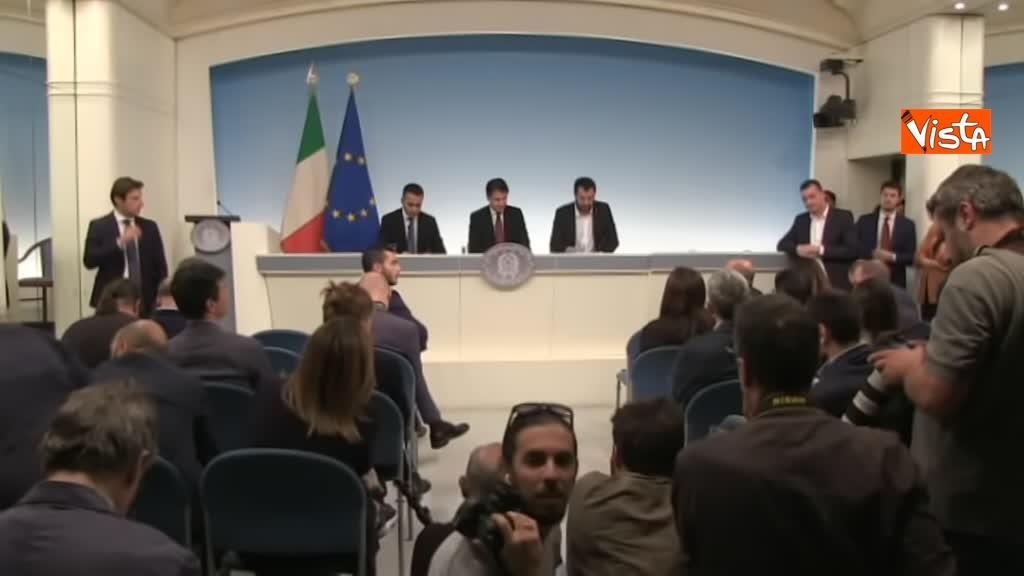 20-10-18 Decreto fiscale Conte Di Maio e Salvlini in conferenza stampa immagine_07
