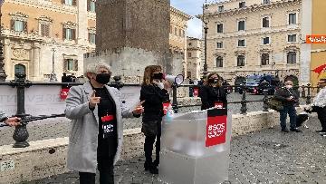10 - Organizzatori di eventi scendono in piazza a Montecitorio. Le immagini della protesta