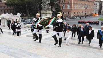 7 - Casellati e Conte depongono corona di fiori all'Altare della Patria per anniversario Unità d'Italia