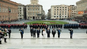 2 - Casellati e Conte depongono corona di fiori all'Altare della Patria per anniversario Unità d'Italia