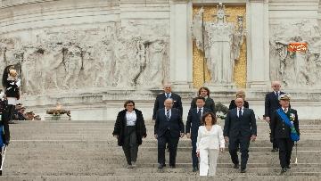 1 - Casellati e Conte depongono corona di fiori all'Altare della Patria per anniversario Unità d'Italia