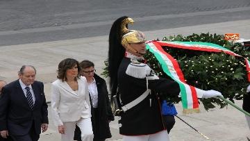 6 - Casellati e Conte depongono corona di fiori all'Altare della Patria per anniversario Unità d'Italia