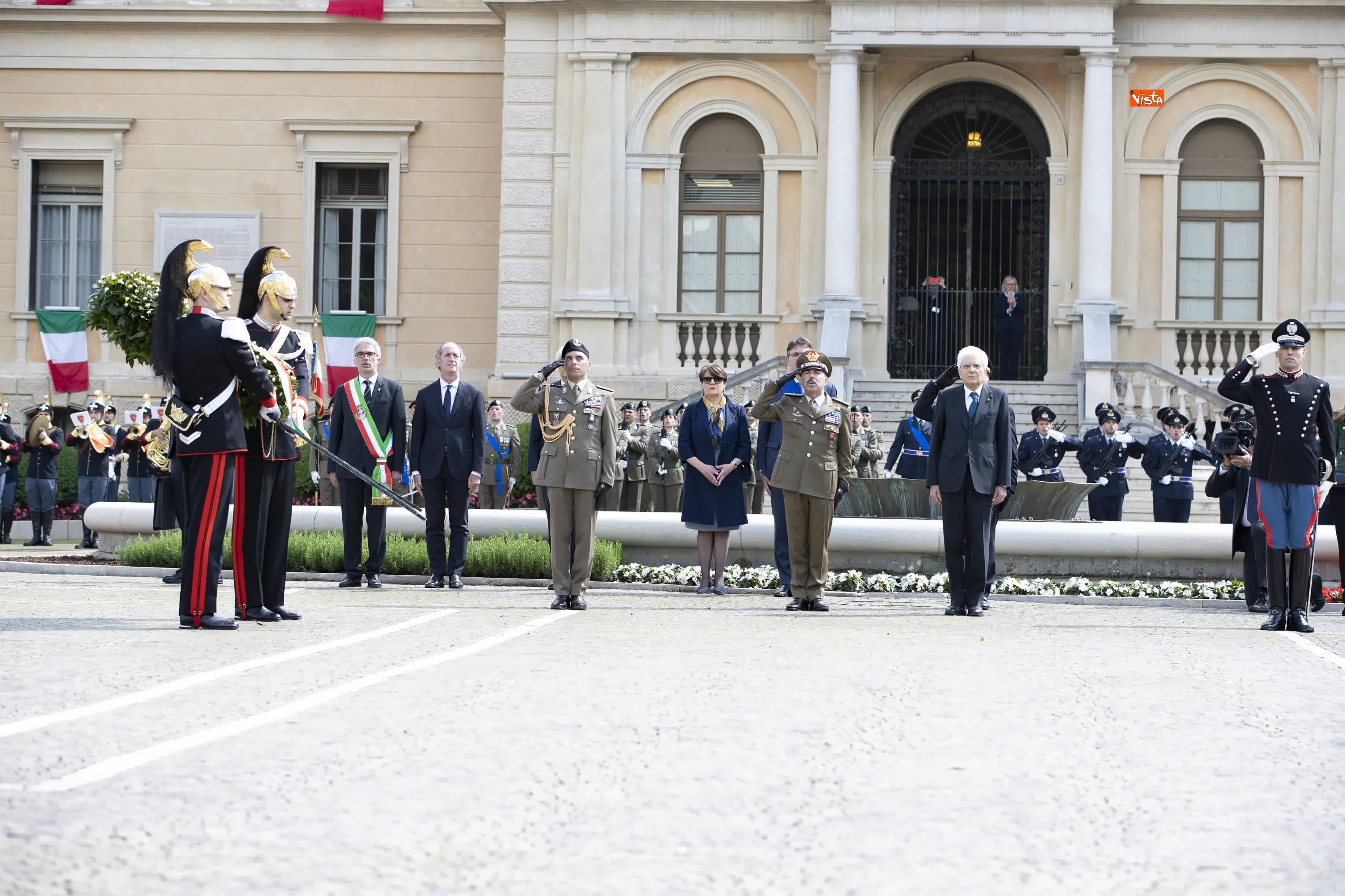 25-04-19 Il Presidente Mattarella assiste alla Cerimonia dell alzabandiera a Vittorio Veneto_04