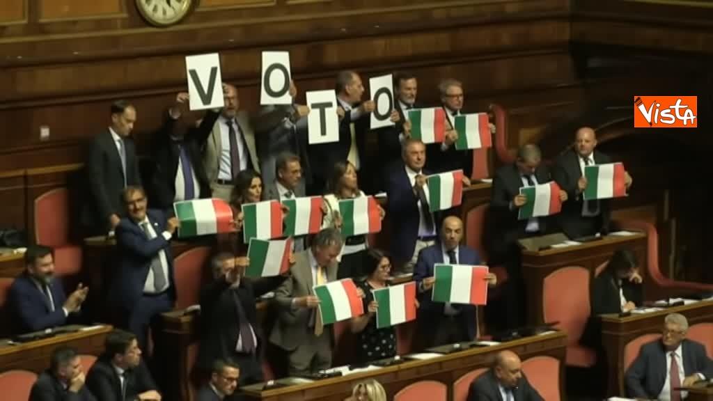 11-09-19 Tutte le bagarre al Senato il giorno della fiducia al Governo Conte 10_Protesta di FdI