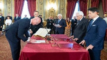 2 - Il giuramento del Ministro per i Rapporti con il Parlamento Federico d'Incà