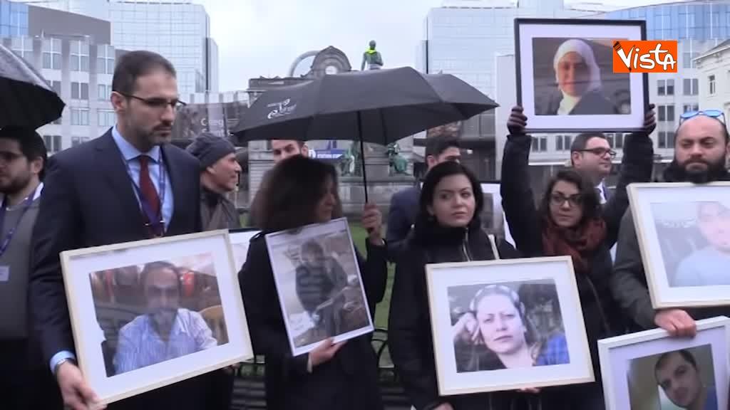 13-03-19 L'autobus della Liberta a Bruxelles, in cerca della verita sugli scomparsi in Siria_05