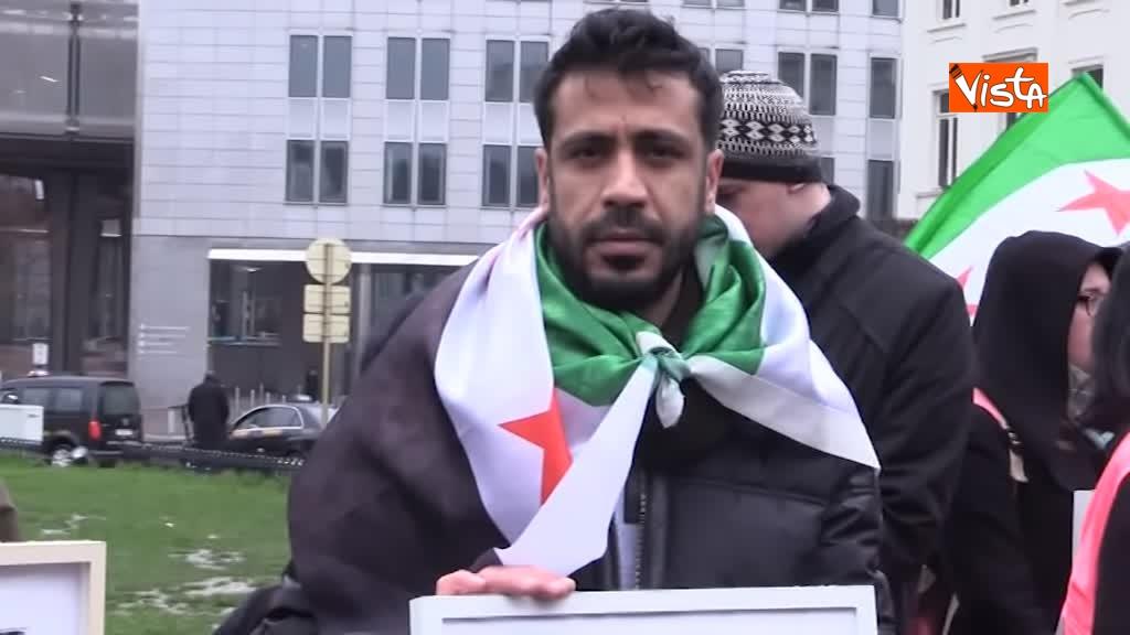 13-03-19 L'autobus della Liberta a Bruxelles, in cerca della verita sugli scomparsi in Siria_09