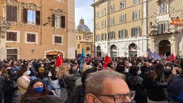 4 - Dal cinema al teatro. Lavoratori in protesta a Montecitorio. Le foto del sit-in