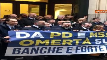 3 - Protesta FdI a Montecitorio sul mancato insediamento commissioni d'inchiesta su banche e Forteto