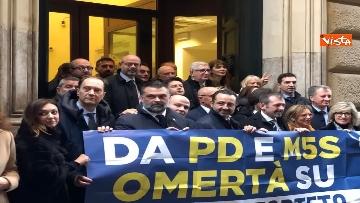 6 - Protesta FdI a Montecitorio sul mancato insediamento commissioni d'inchiesta su banche e Forteto