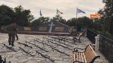 8 - Preparativi a Cefalonia per accogliere Mattarella al monumento ai caduti italiani della brigata Aqui