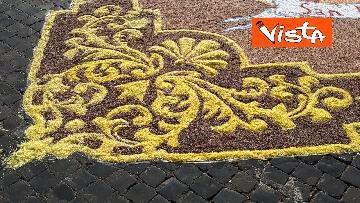 11 - San Pietro e Paolo, tappeto di colori a Via della Conciliazione per la tradizionale infiorata