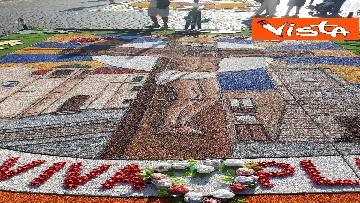6 - San Pietro e Paolo, tappeto di colori a Via della Conciliazione per la tradizionale infiorata