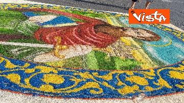 14 - San Pietro e Paolo, tappeto di colori a Via della Conciliazione per la tradizionale infiorata
