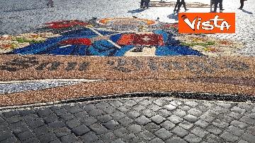 16 - San Pietro e Paolo, tappeto di colori a Via della Conciliazione per la tradizionale infiorata