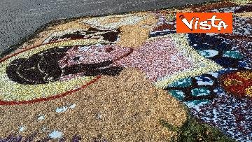 20 - San Pietro e Paolo, tappeto di colori a Via della Conciliazione per la tradizionale infiorata