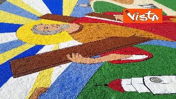 10 - San Pietro e Paolo, tappeto di colori a Via della Conciliazione per la tradizionale infiorata
