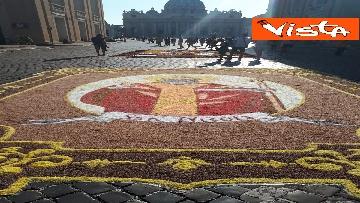 9 - San Pietro e Paolo, tappeto di colori a Via della Conciliazione per la tradizionale infiorata