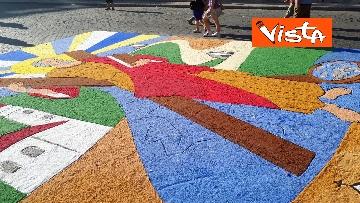 8 - San Pietro e Paolo, tappeto di colori a Via della Conciliazione per la tradizionale infiorata