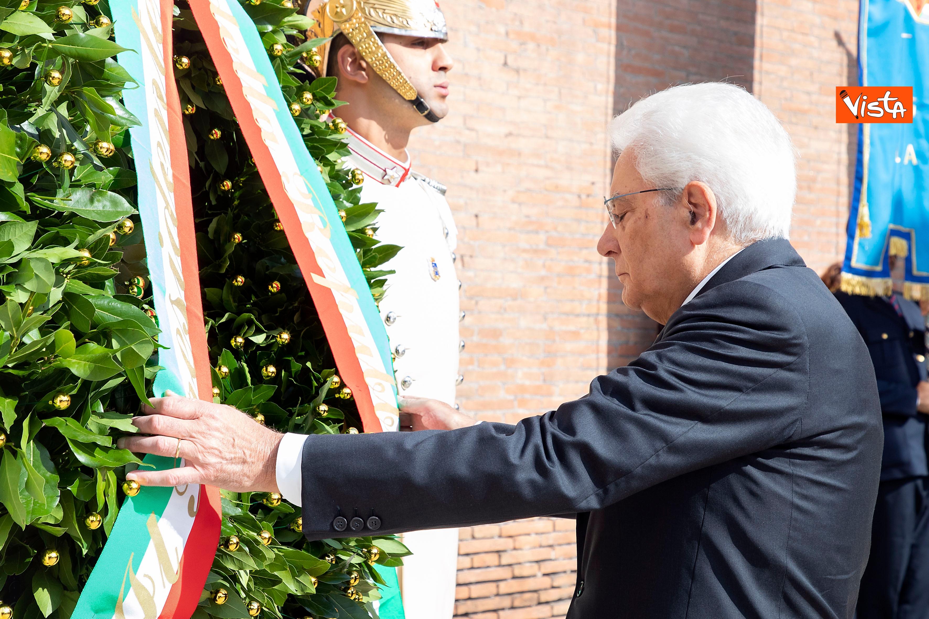 08-09-19 Mattarella depone corona d'alloro a Porta San Paolo per l'anniversario della difesa di Roma_03