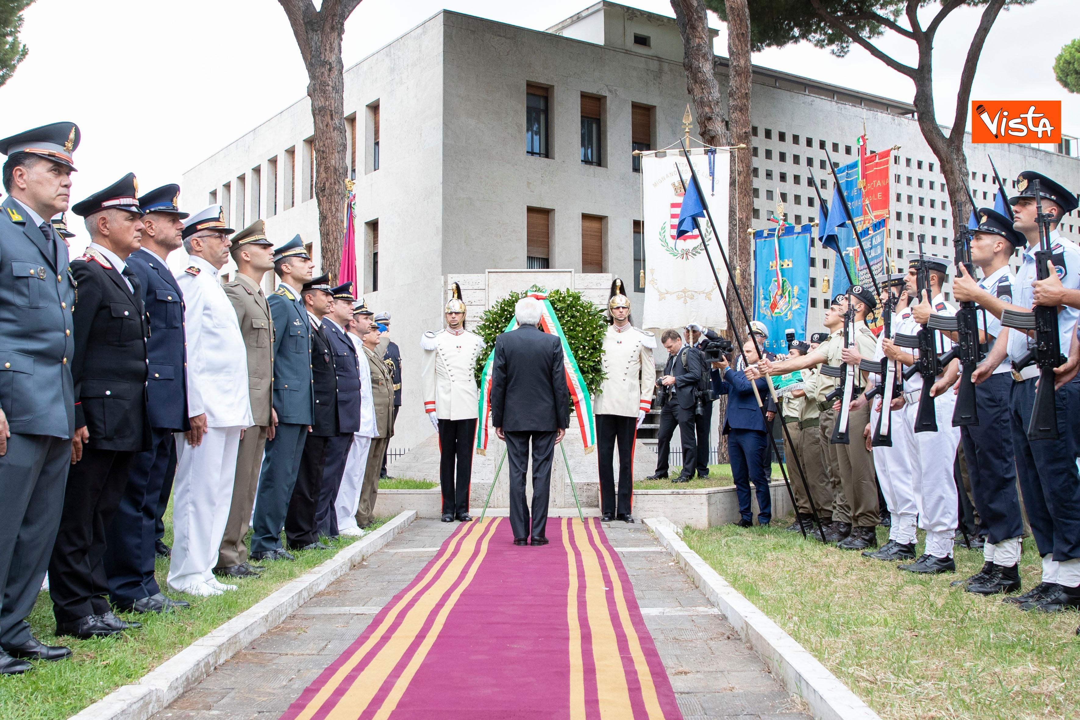 08-09-19 Mattarella depone corona d'alloro a Porta San Paolo per l'anniversario della difesa di Roma_08