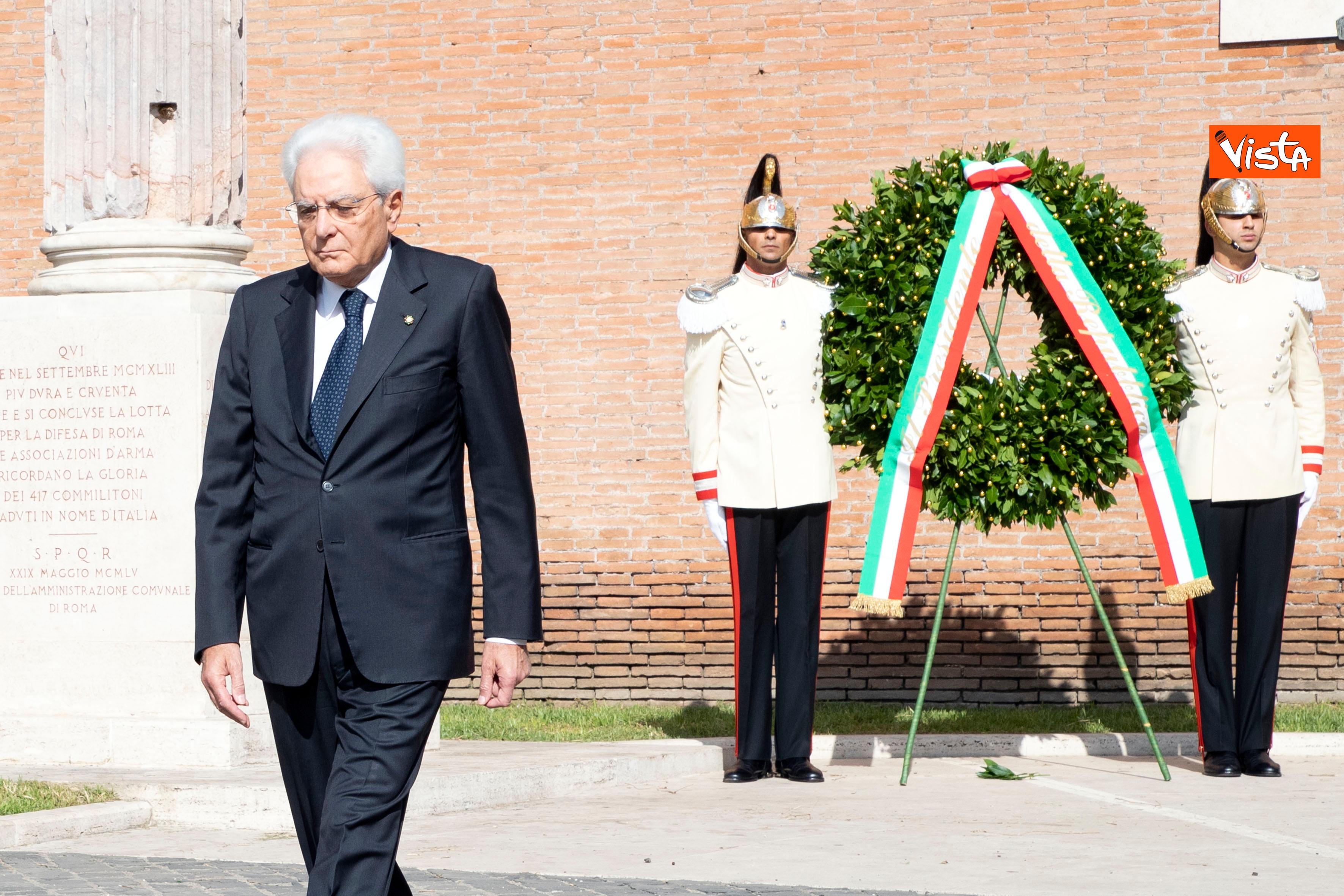 08-09-19 Mattarella depone corona d'alloro a Porta San Paolo per l'anniversario della difesa di Roma_05