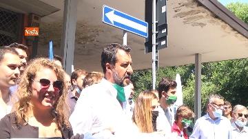 """1 - Salvini in periferia a Milano: """"Violenza sessuale apice di questo degrado"""""""