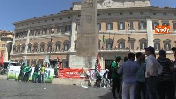 5 - Voucher, gli agricoltori in piazza Montecitorio contro il reinserimento, le immagini