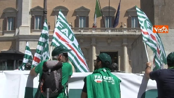 3 - Voucher, gli agricoltori in piazza Montecitorio contro il reinserimento, le immagini