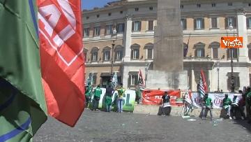 2 - Voucher, gli agricoltori in piazza Montecitorio contro il reinserimento, le immagini