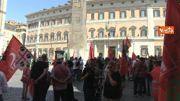 9 - Voucher, gli agricoltori in piazza Montecitorio contro il reinserimento, le immagini