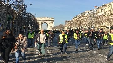 1 - Gilet Gialli sfilano agli Champs Elysee per la 14esima settimana di mobilitazione consecutiva